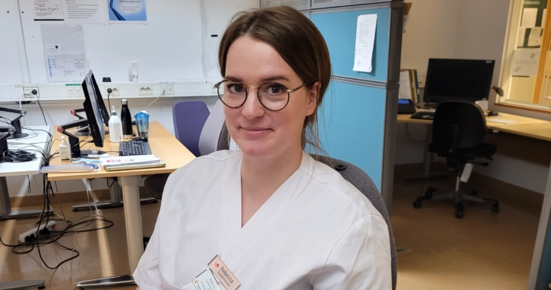 Rebecca Höwing är sjuksköterska på mava i Lund där tolv av de 30 vårdplatserna är för covidpatienter.
