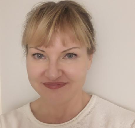 Anne-Katrine Pesola, specialistläkare inom klinisk mikrobiologi och virologi