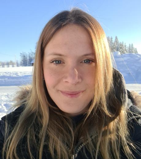 Porträtt av Linda Näsman utomhus i snölandskap