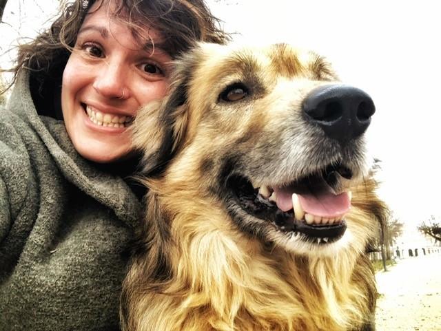 Larura Andujar och hennes hund Faro