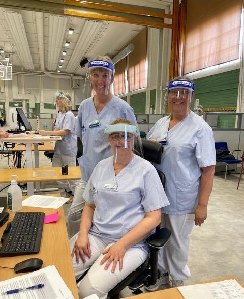 Sjuksköterskor i visir vid en ordniationsstadion Högskolan i Gävle