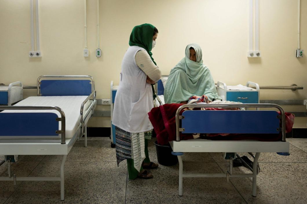 Talibanstyret väcker oro för Afghanistans sjuksköterskor