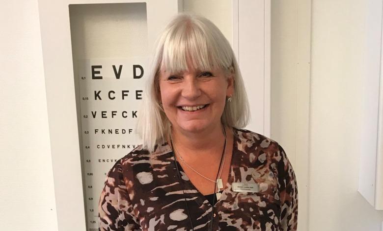 Anneli Lindhe Käll, skolsköterska på Nyhemsskolan i Halmstad och huvudskyddsombud för Vårdförbundet. Foto: Privat.