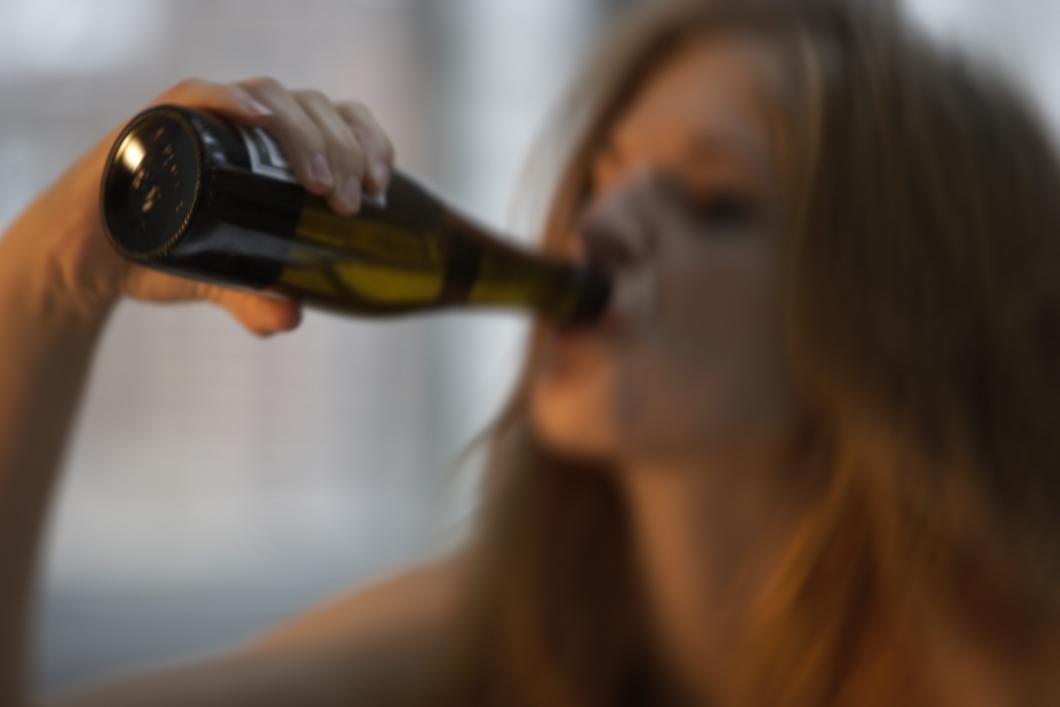 Hög alkoholkonsumtion vid ung ålder ökar risk för tidig demens