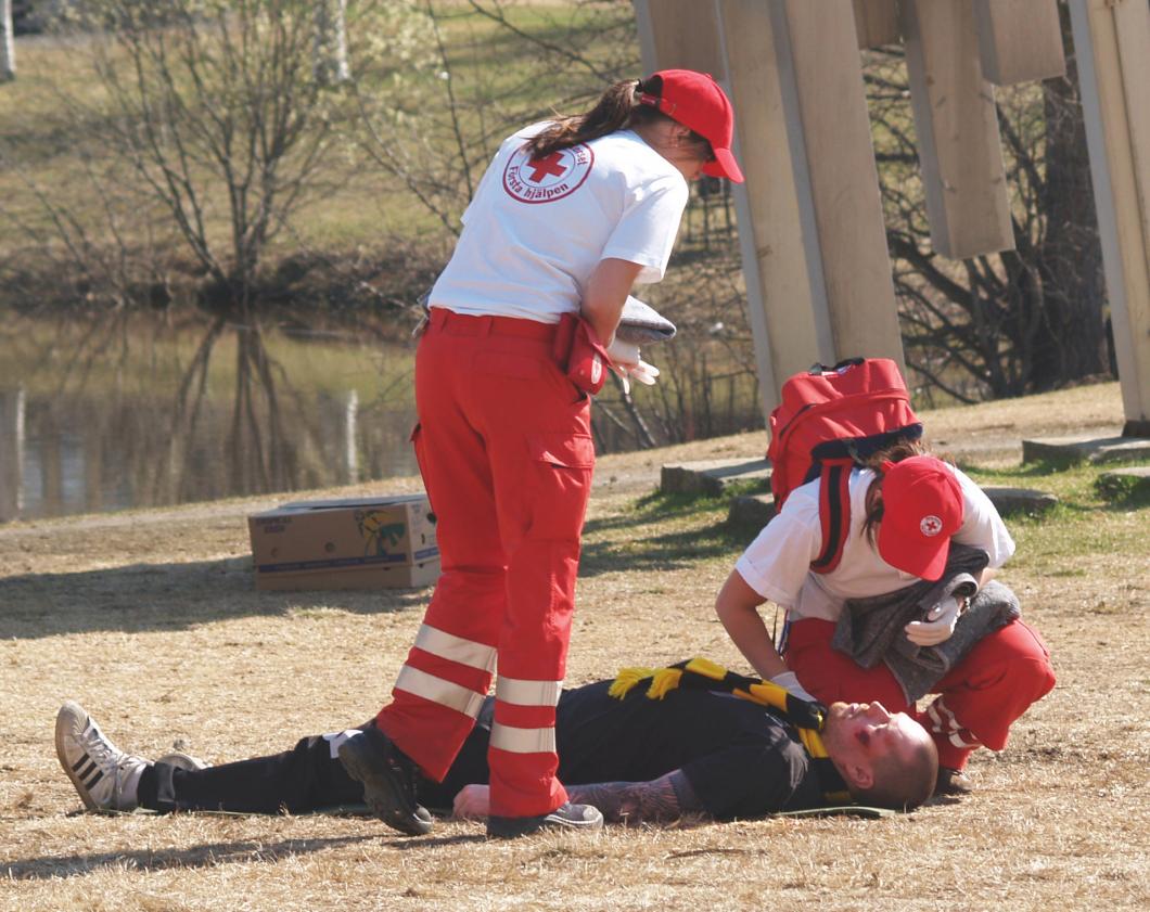 Legitimerad personal i Röda korset får fortsätta ge första hjälpen