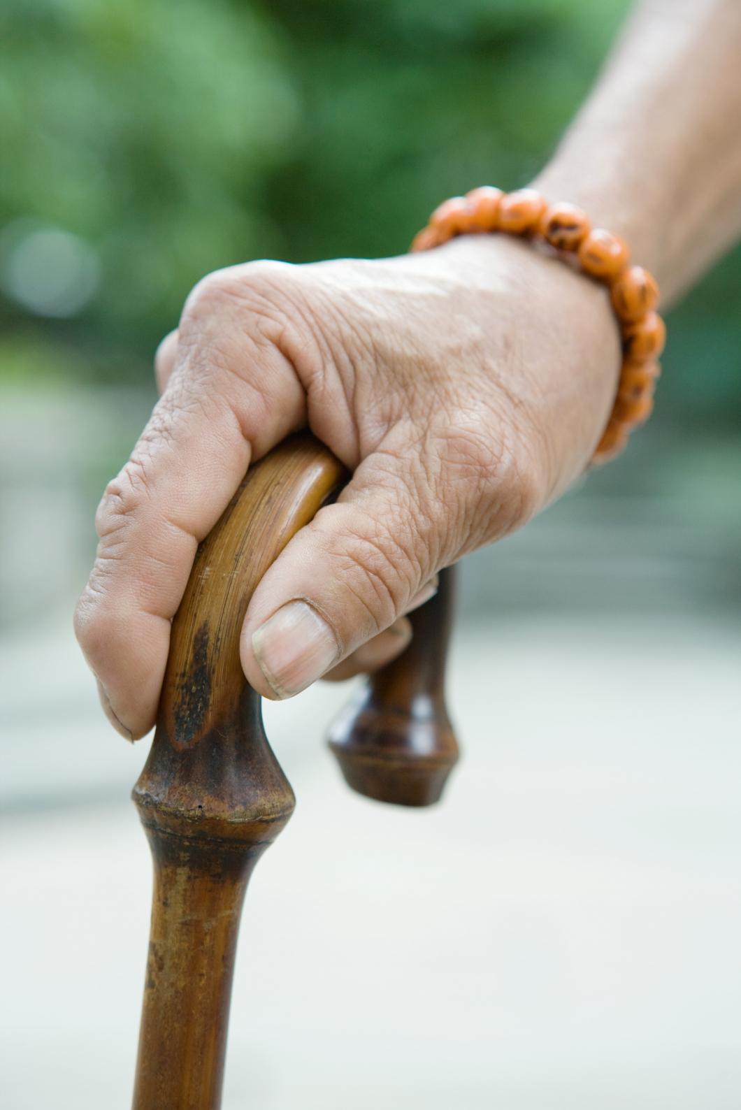 Svåra fallskador ökar bland äldre särskilt för kvinnor