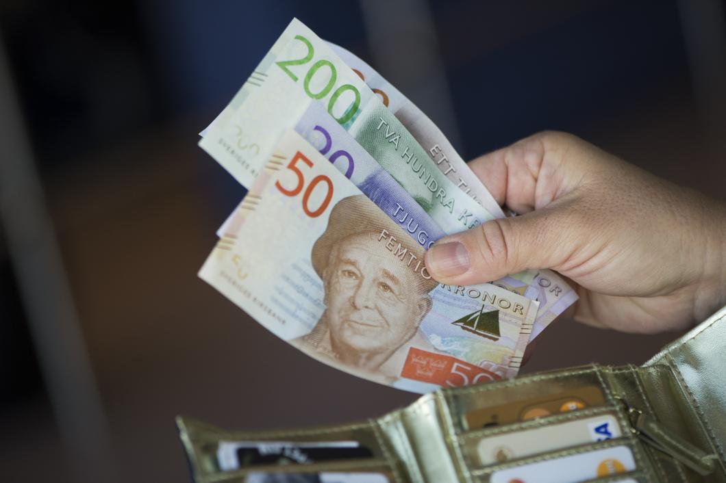 Kronoberg lättar på plånboken för att klara sommaren