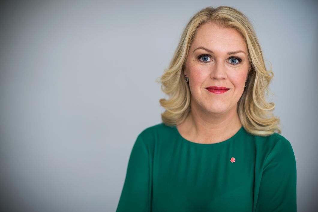 Lena Hallengren (S) får ansvar för sjukvården