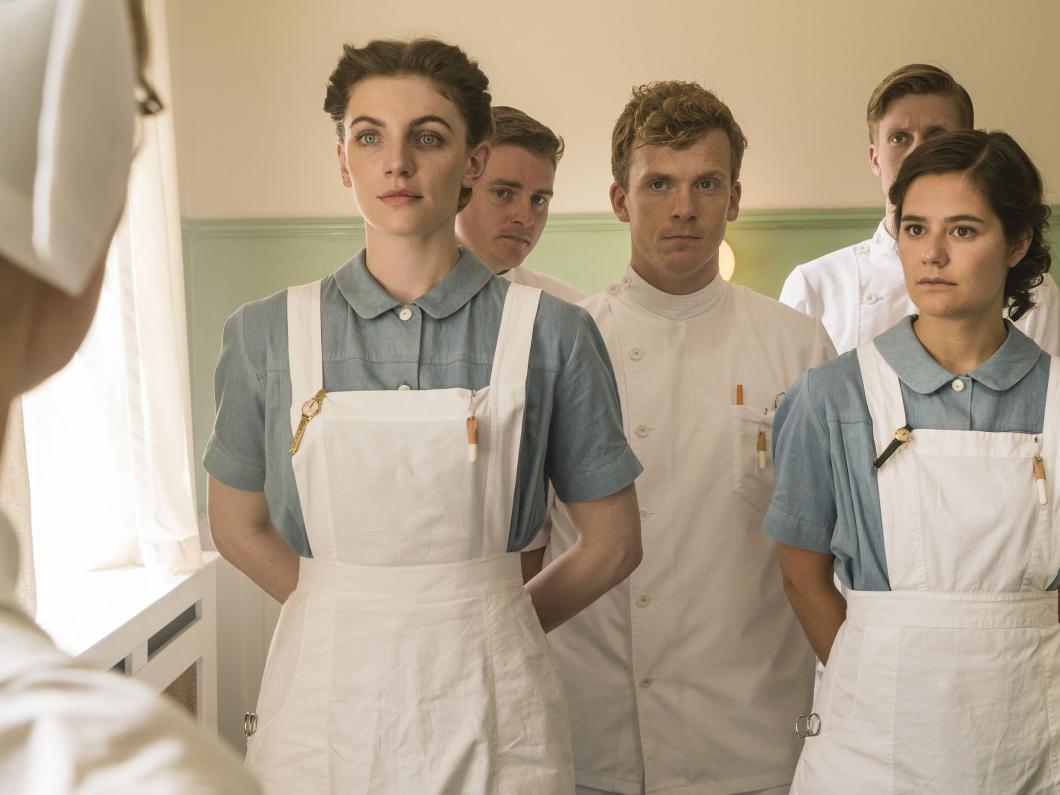 Första manliga sjuksköterskan möter motstånd i dansk serie
