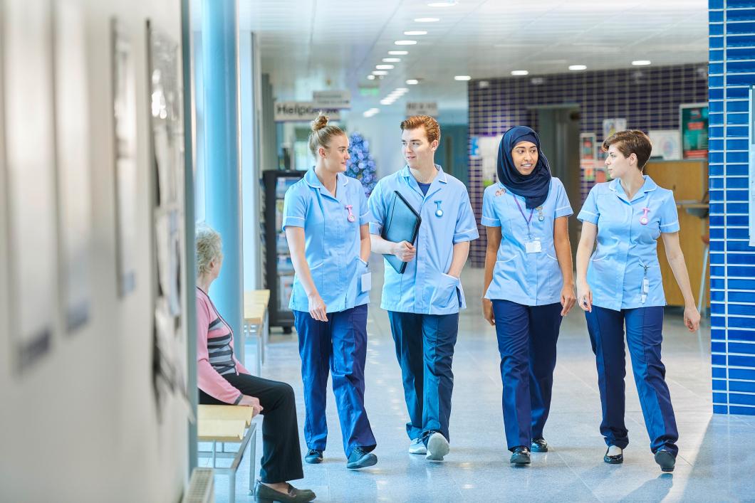Personal vittnar om fritt fall för den brittiska sjukvården