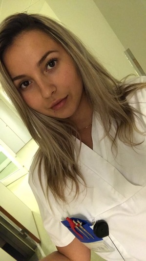 Sjuksköterskestudenten Fatime har fått vänta ett år