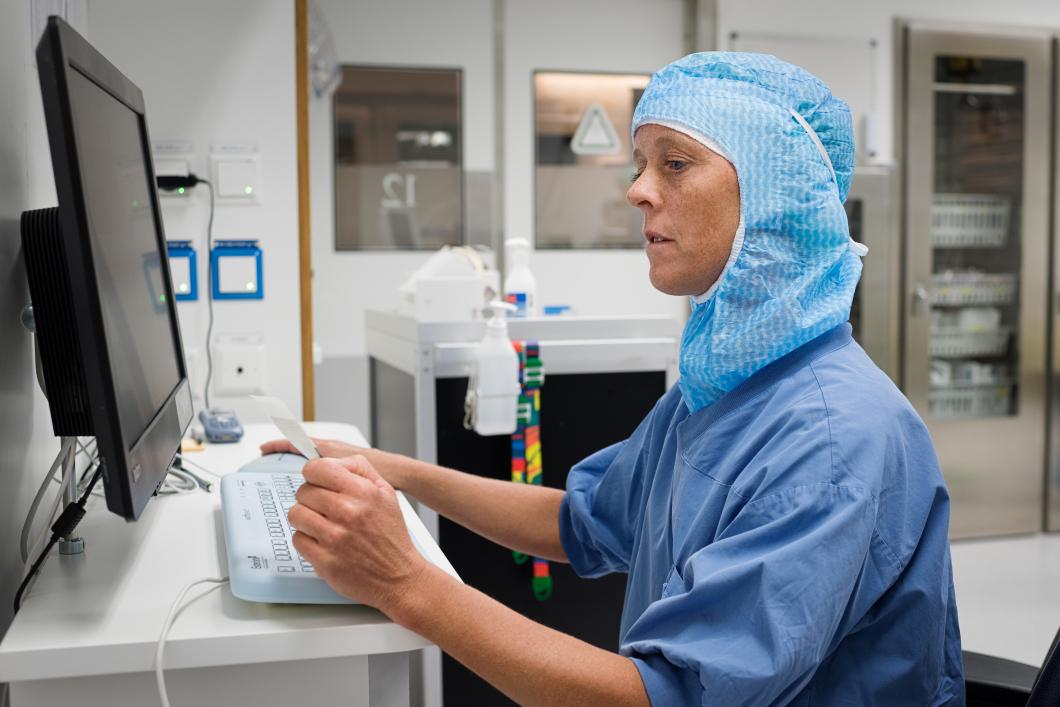 Operationssjuksköterskor trötta på manuella koder