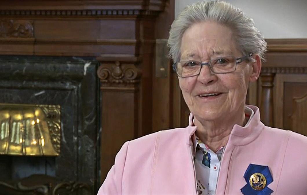 ICN 2013. Dansk sjuksköterskeräv donerar sitt pris till flickprojekt