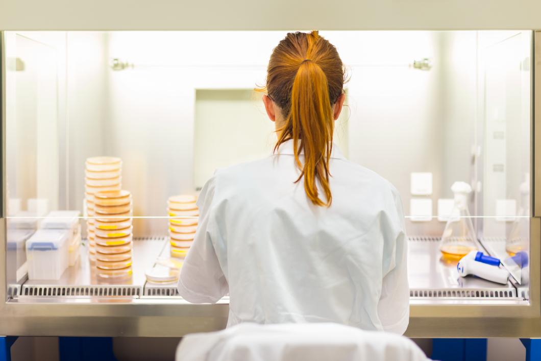 Allt fler biomedicinska analytiker skadar sig på jobbet