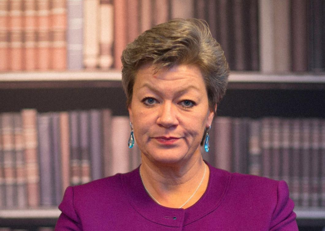 Ministern hoppas att ny strategi får ner sjuktalen för kvinnor