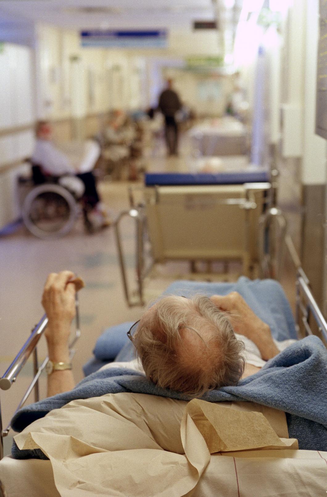Kräver att äldre tas om hand bättre på sjukhus