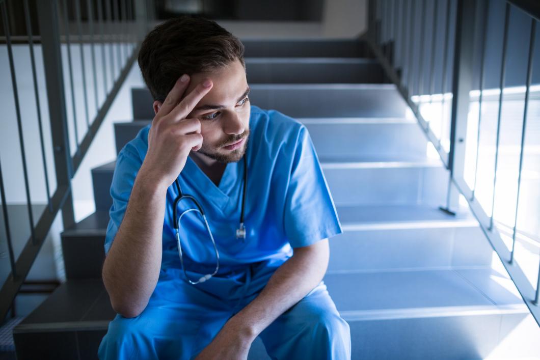 Fyra av tio inom vården ångrar sitt yrkesval