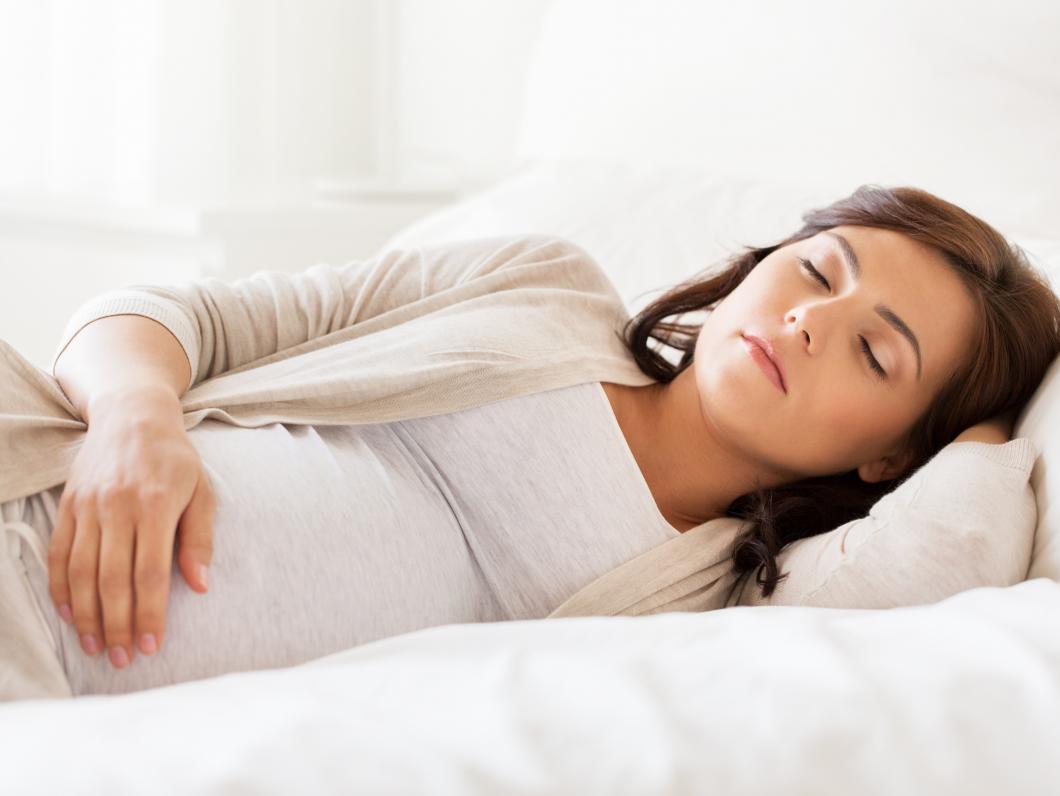 Mammans sovställning påverkar fostret