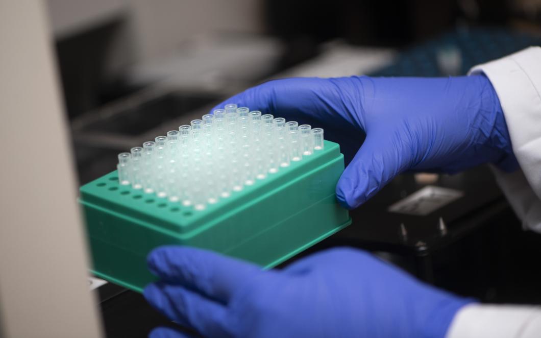 Hård belastning på labben när allt fler testas