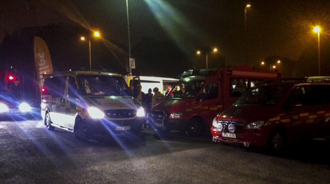 Ambulans tvingades åka med poliseskort till Husby