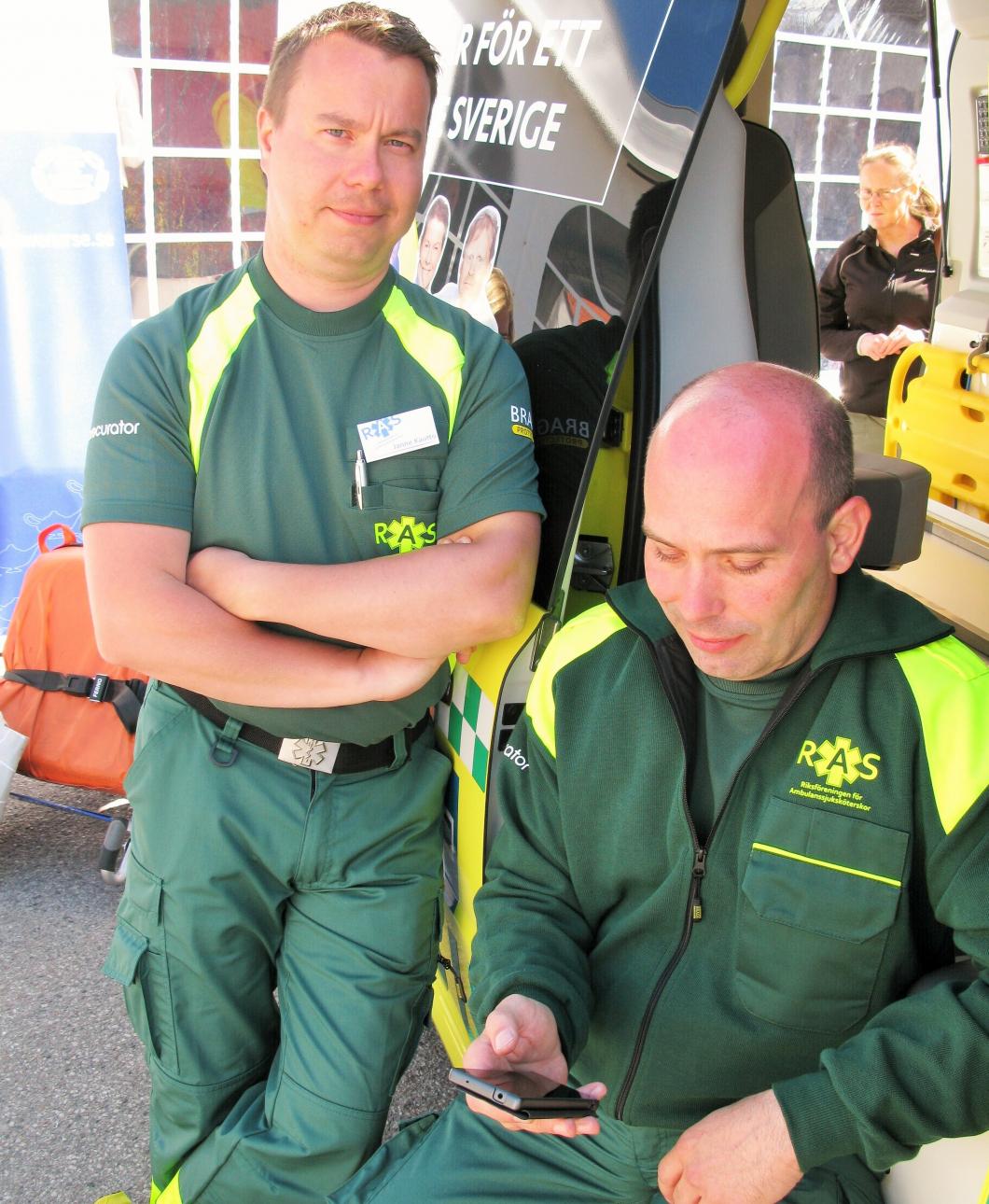 7 av 10 tvingas använda sin egen mobil i ambulansen