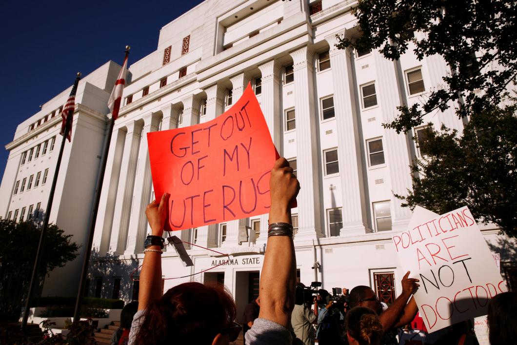 Starka protester mot nya abortlagen i Alabama