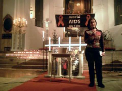 Fackeltåg genom Norrköping till stöd för aidsdrabbade