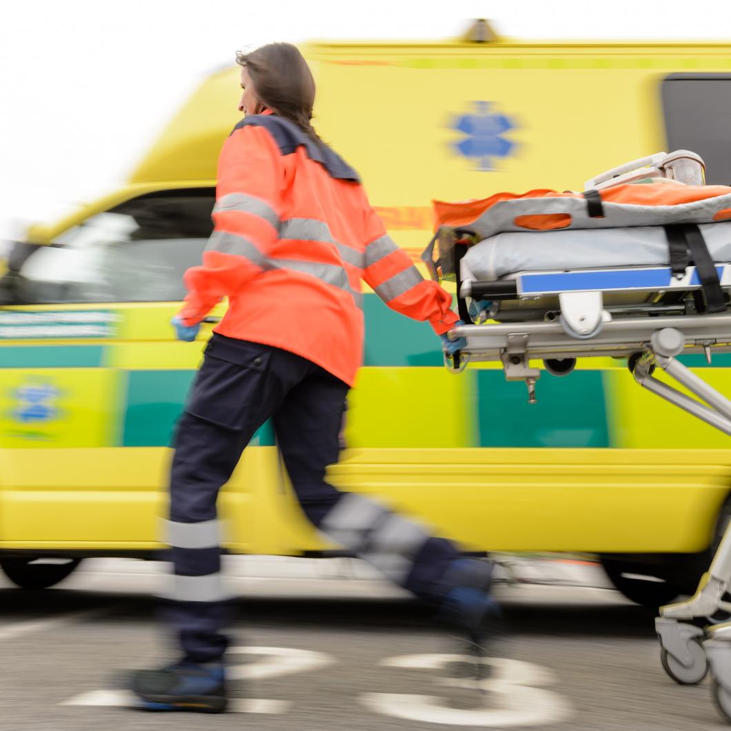 Ambulanspersonal drabbas mer av ryggskador och hjärtsjukdom