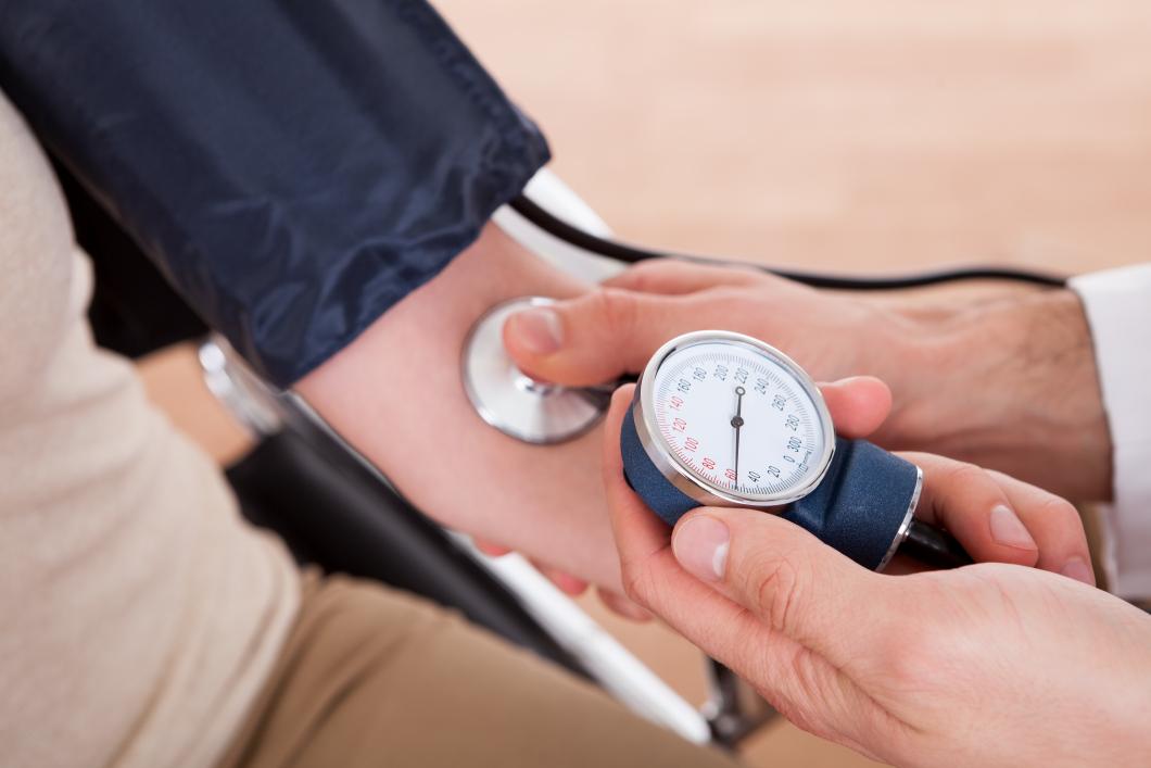 Lägre blodtryck när patienten mäter hos sjuksköterska