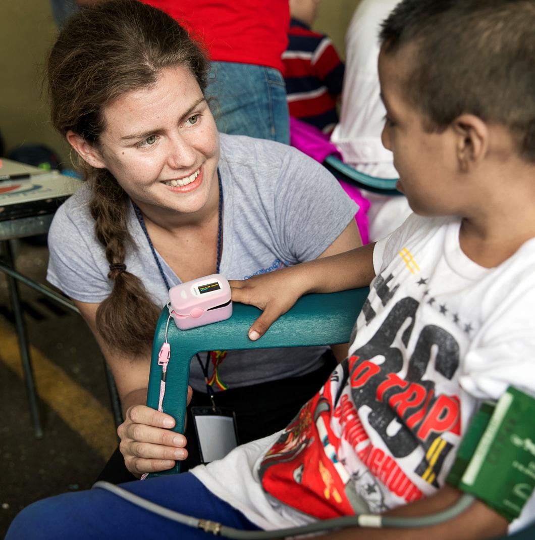 Hon hjälper barn i Indien att le