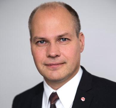 Sjukvården gör skillnad på vem du är erkänner migrationsministern
