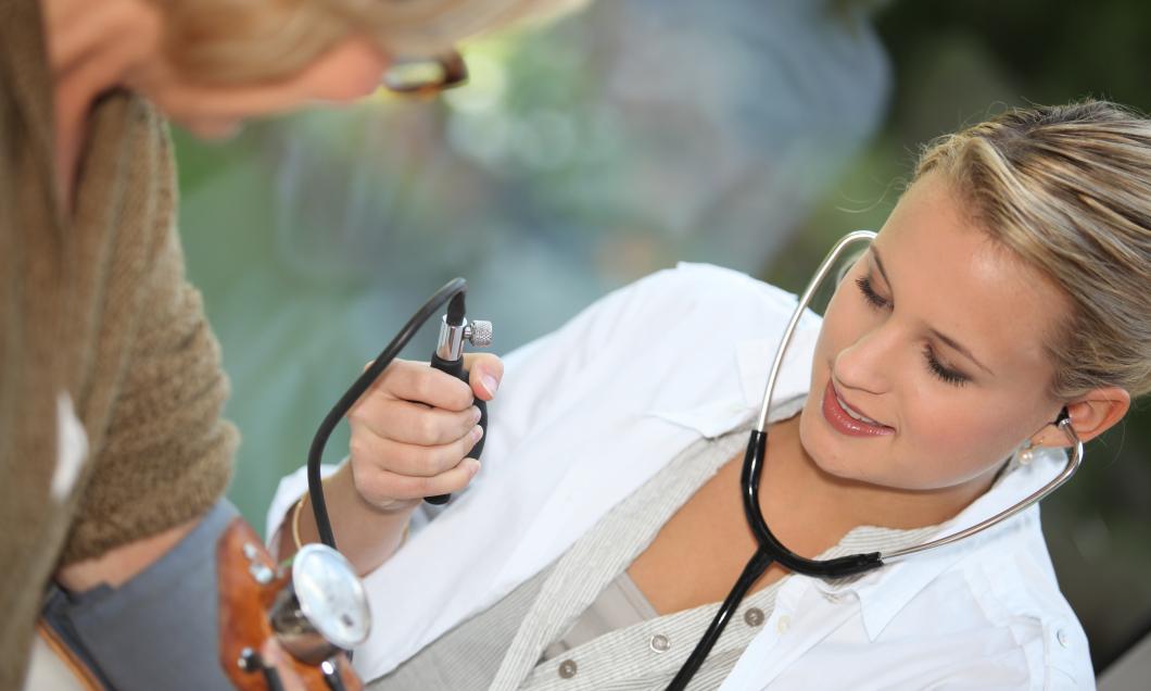 Lägre värden om sjuksköterskan mäter blodtrycket