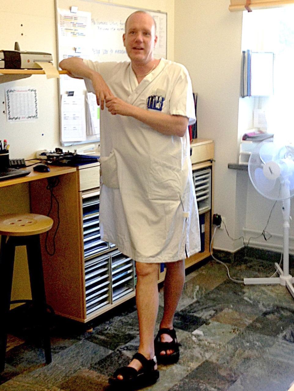 Mattias protest mot varma arbetskläder: jobbade i klänning