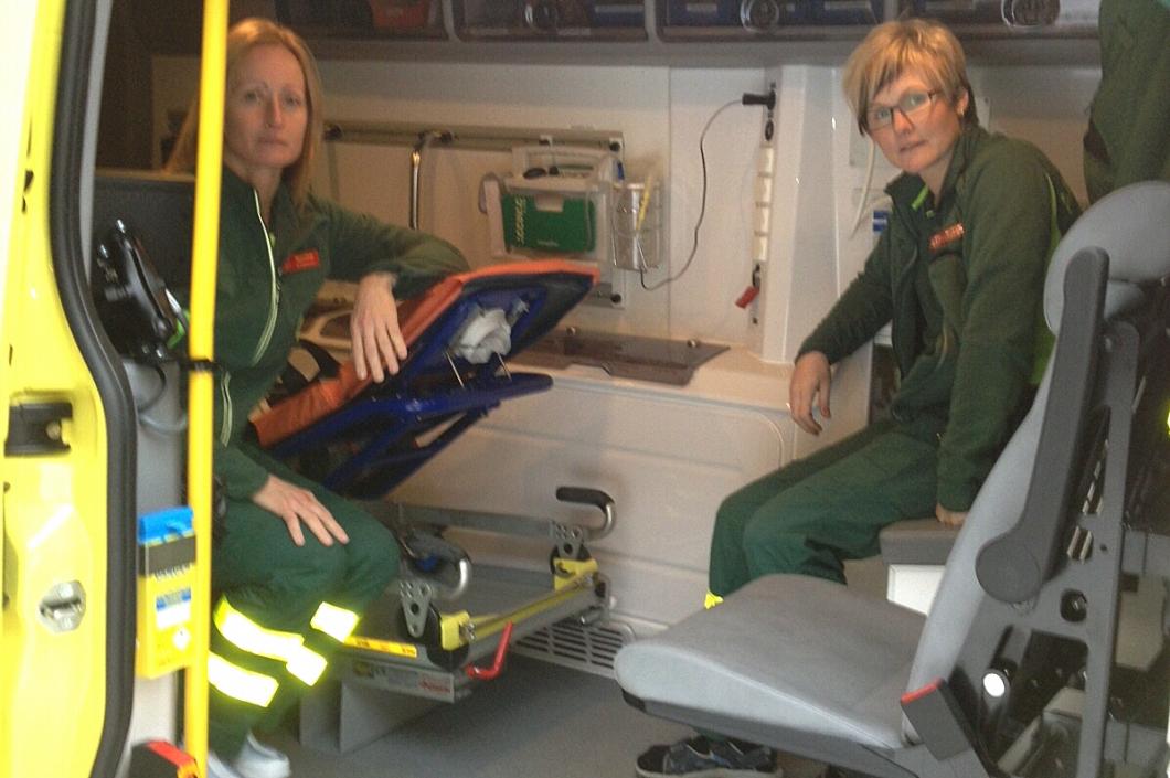 Ambulanssjuksköterskorna får betala när dygnspassen ska bort i Värmland