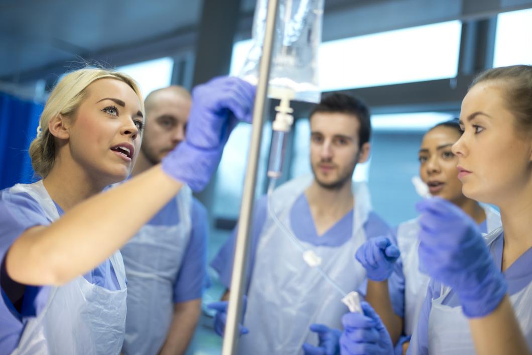 Studenter utnyttjas som extrapersonal i vården