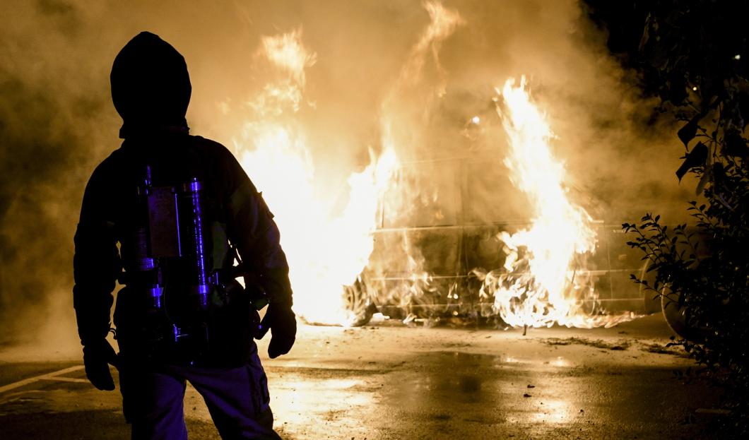 Nattsjuksköterska ryter ifrån om bilbränderna
