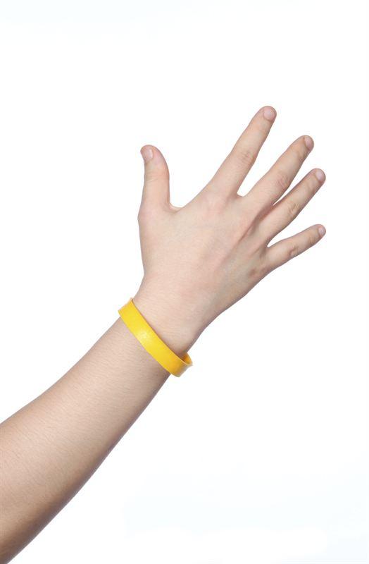 Armband ska få folk att sola säkert