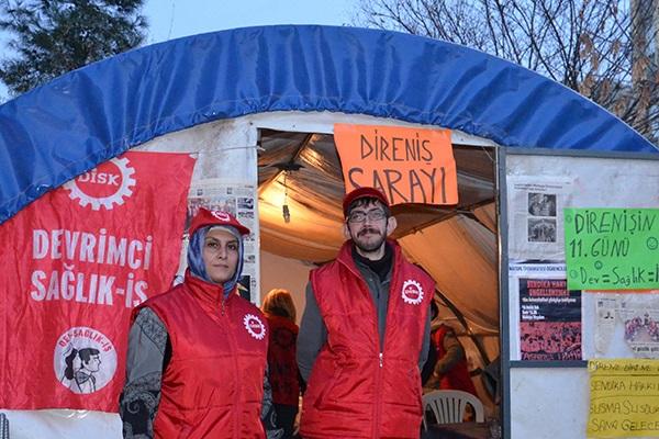 Sjuksköterskor i Turkiet stödjer protest mot avsked för fackligt arbete