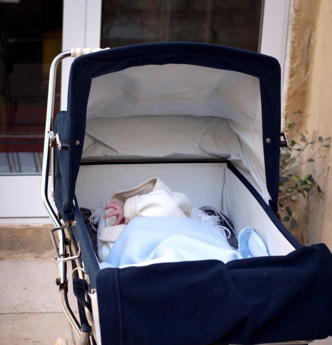 Nyfödd bebis kollapsade av svält