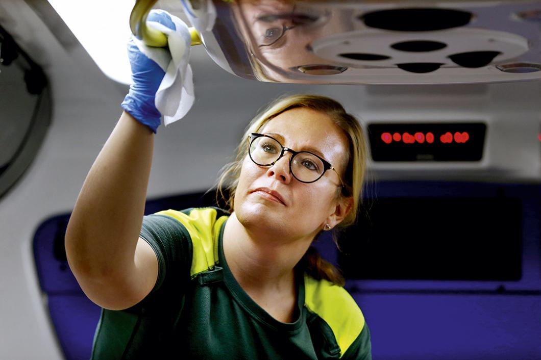 De kan konsten att jobba rent i ambulansen