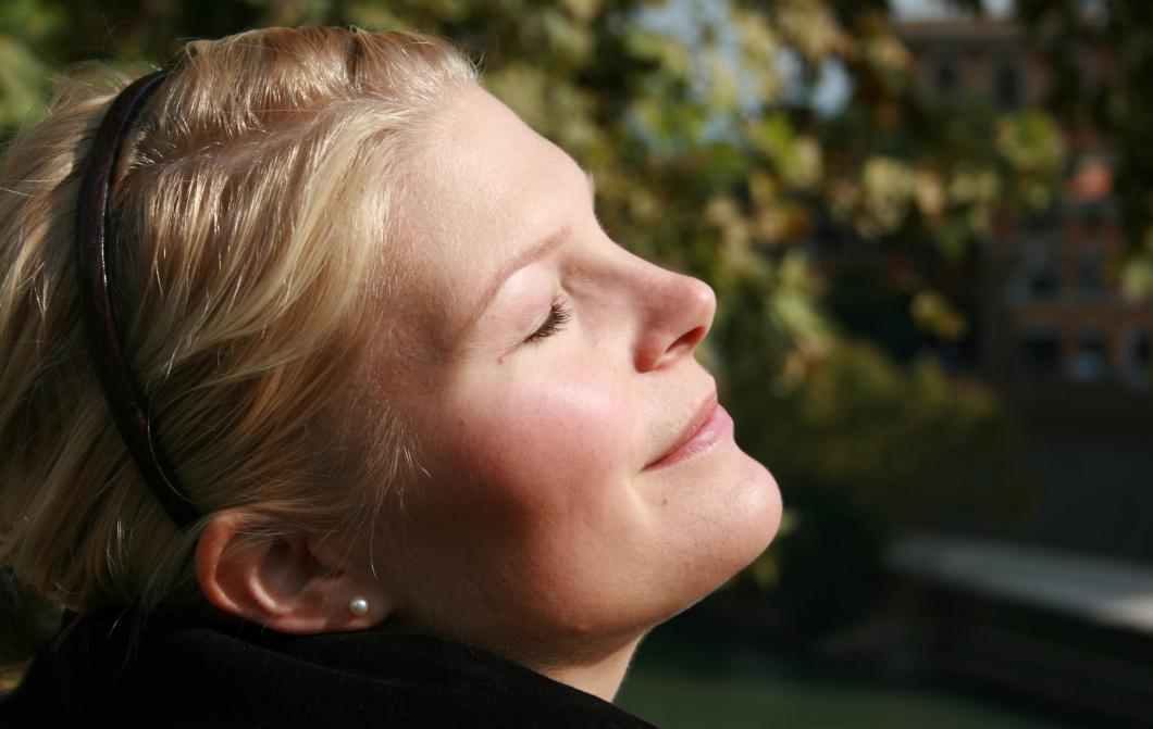 Forskare ifrågasätter råd om solning
