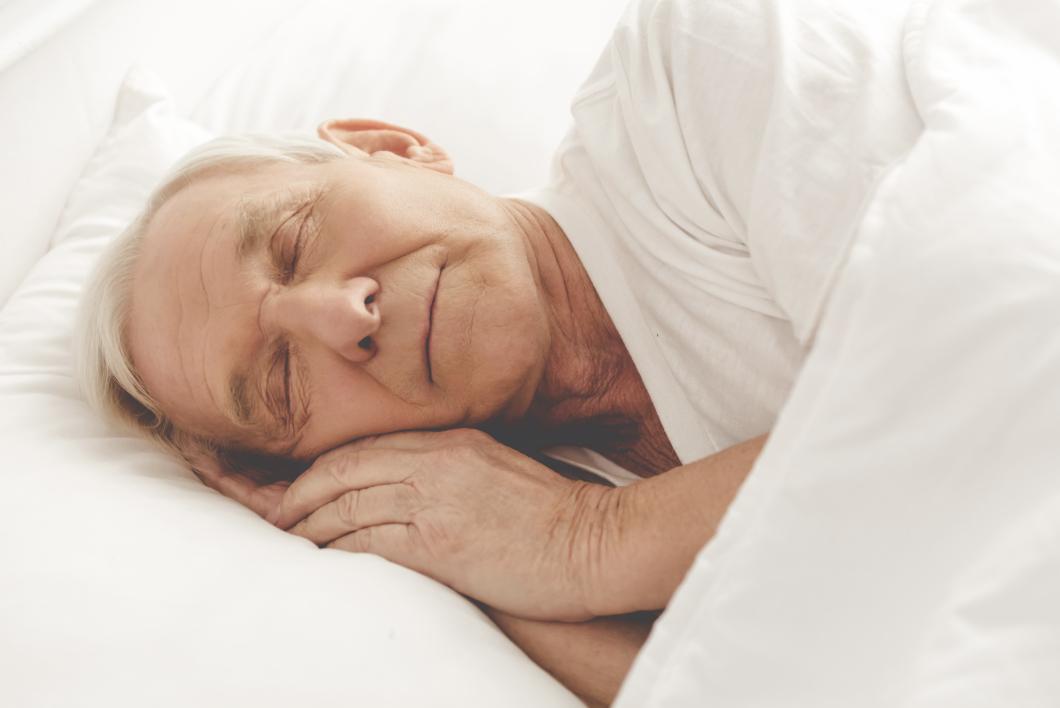 Här måste de gamla inte gå och sova efter kvällsfikat