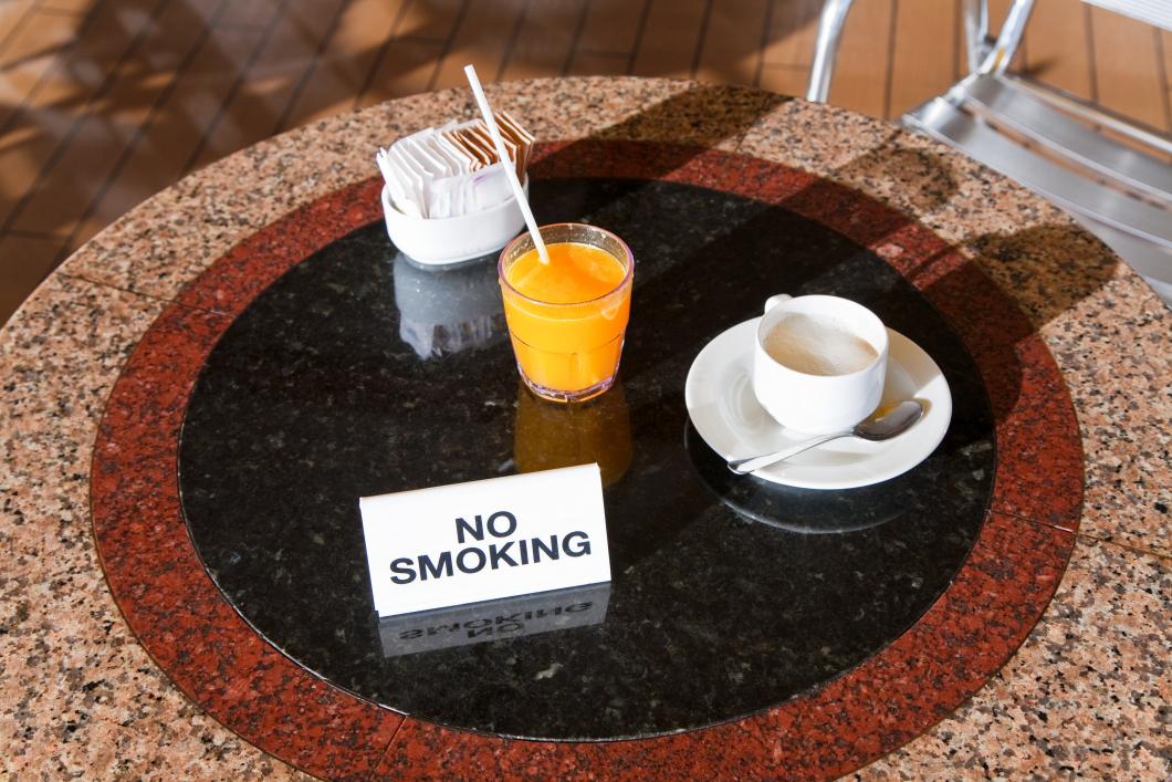 Utredning vill förbjuda rökning även utomhus