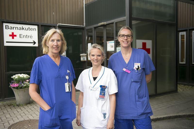 Sjuksköterskor gör bedömning på barnakuten