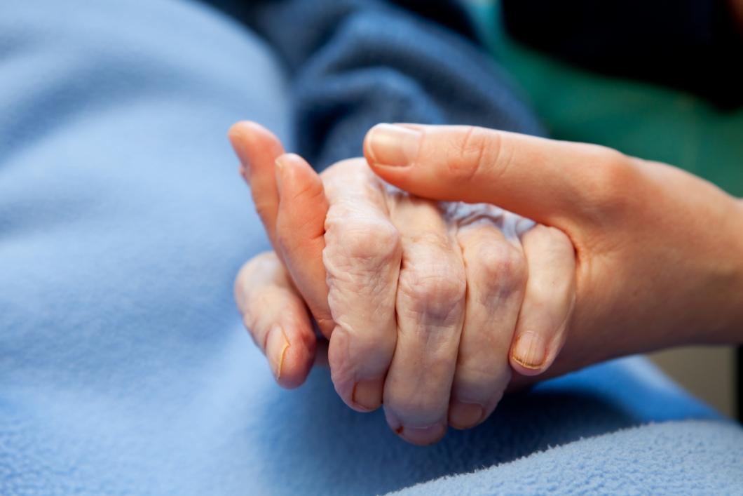 Större fokus på sjukvård behövs i äldreomsorgen