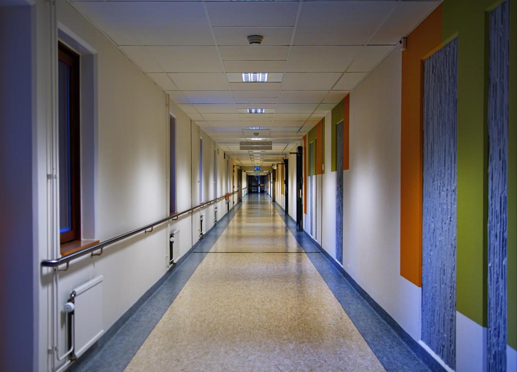 Sjuksköterskor permitteras mitt under coronakrisen